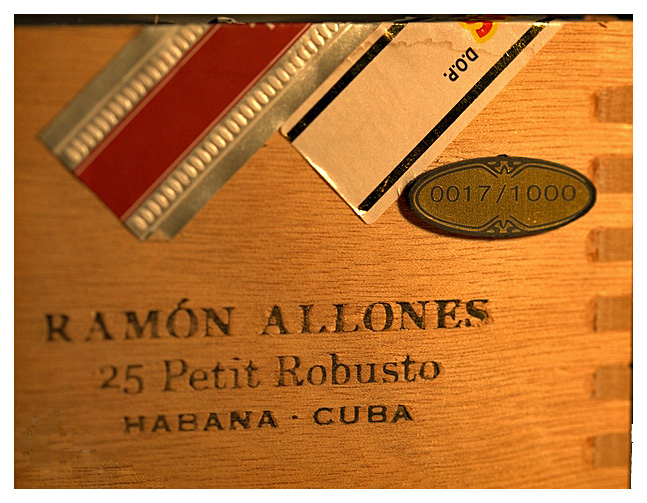 Ramón Allones Petit Robusto band